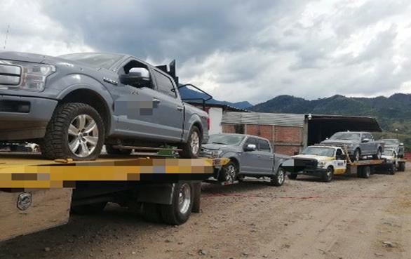 Aquí están las 9 camionetas y las armas de la Escolta Personal de El Mencho aseguradas tras un enfrentamiento en Jalisco donde habría escapado el Señor de los Gallos