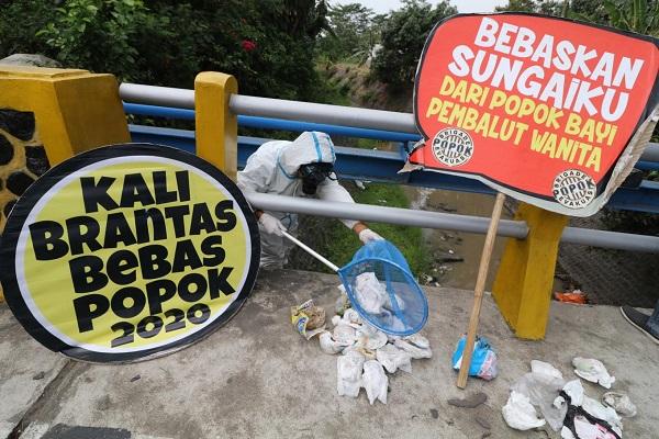 PARAH!!! Ikan di Sungai Brantas Mengkonsumsi Popok Sekali Pakai