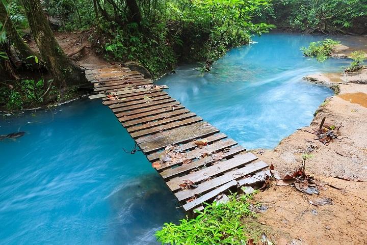 Rio Celeste, Sungai Indah Warna-warni yang Dianggap Tempat Suci