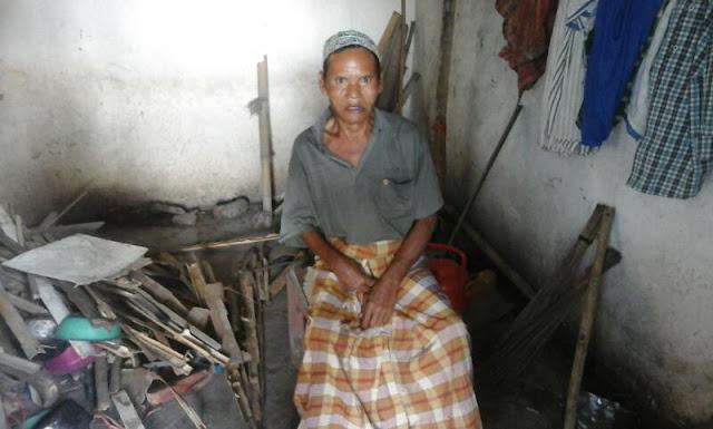 Niman tinggal sendiri di gubuk kecilnya