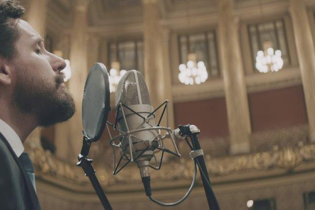 'Deus sabe, Deus ouve, Deus vê': novo clipe de Leonardo Gonçalves