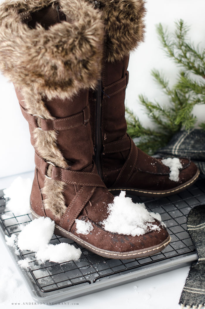 Simple DIY Boot Tray for Your Snowy Boots #DIY #winter #mudroom #hack #andersonandgrant