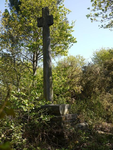 Croix du XVIème siècle au vieux Bourg Saint-Just