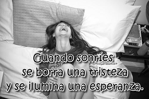 Cuando sonríes se borra una tristeza y se ilumina una esperanza.