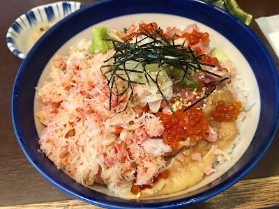 海街丼の海鮮丼(上)