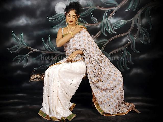 Kannada actress yagna shetty cute photos