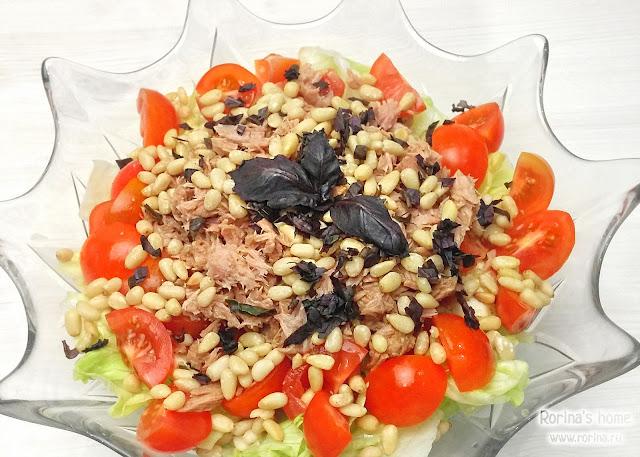 Салат с тунцом и кедровыми орешками