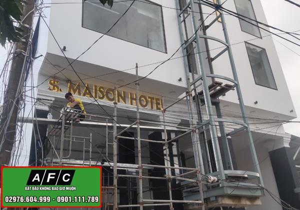 Thi công bảng hiệu Mica chữ nổi tại Phú Quốc