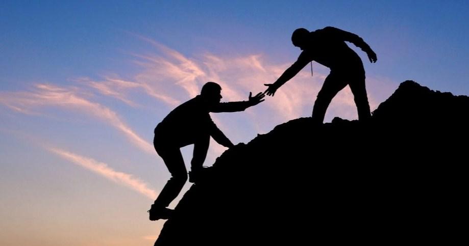 Ketika Anda membantu orang lain, Anda merasa lebih baik tentang diri Anda sendiri. Itu baik untuk membantu orang lain pada saat dibutuhkan.