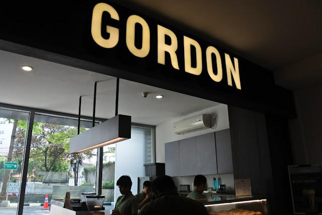 Mencoba Donat Gordon dan Kwitiau Halal Daerah Glodok