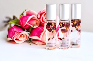 فوائد زيت الورد للشعر وصفات زيت الورد للشعر في المنزل