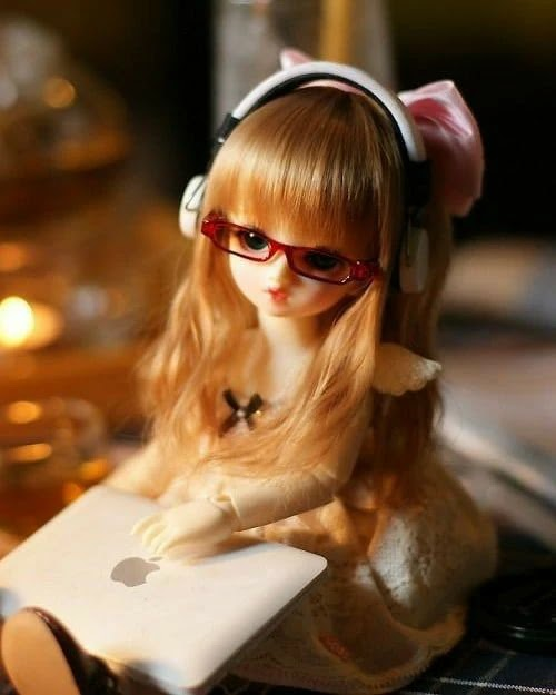 cute-doll-with-laptop-getpics