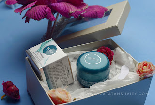 age renew anti wrinkle moiaturizer packaging