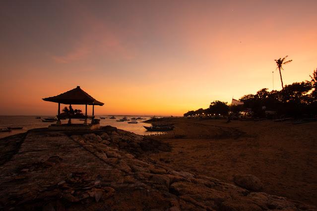 Tramonto sulla spiaggia di Sanur-Bali