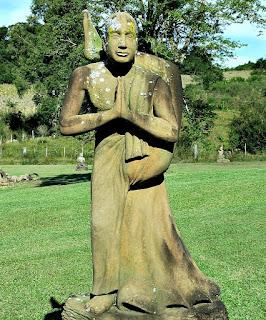 Prece com a perna na nuca - Jardim das Esculturas, Júlio de Castilhos (RS)