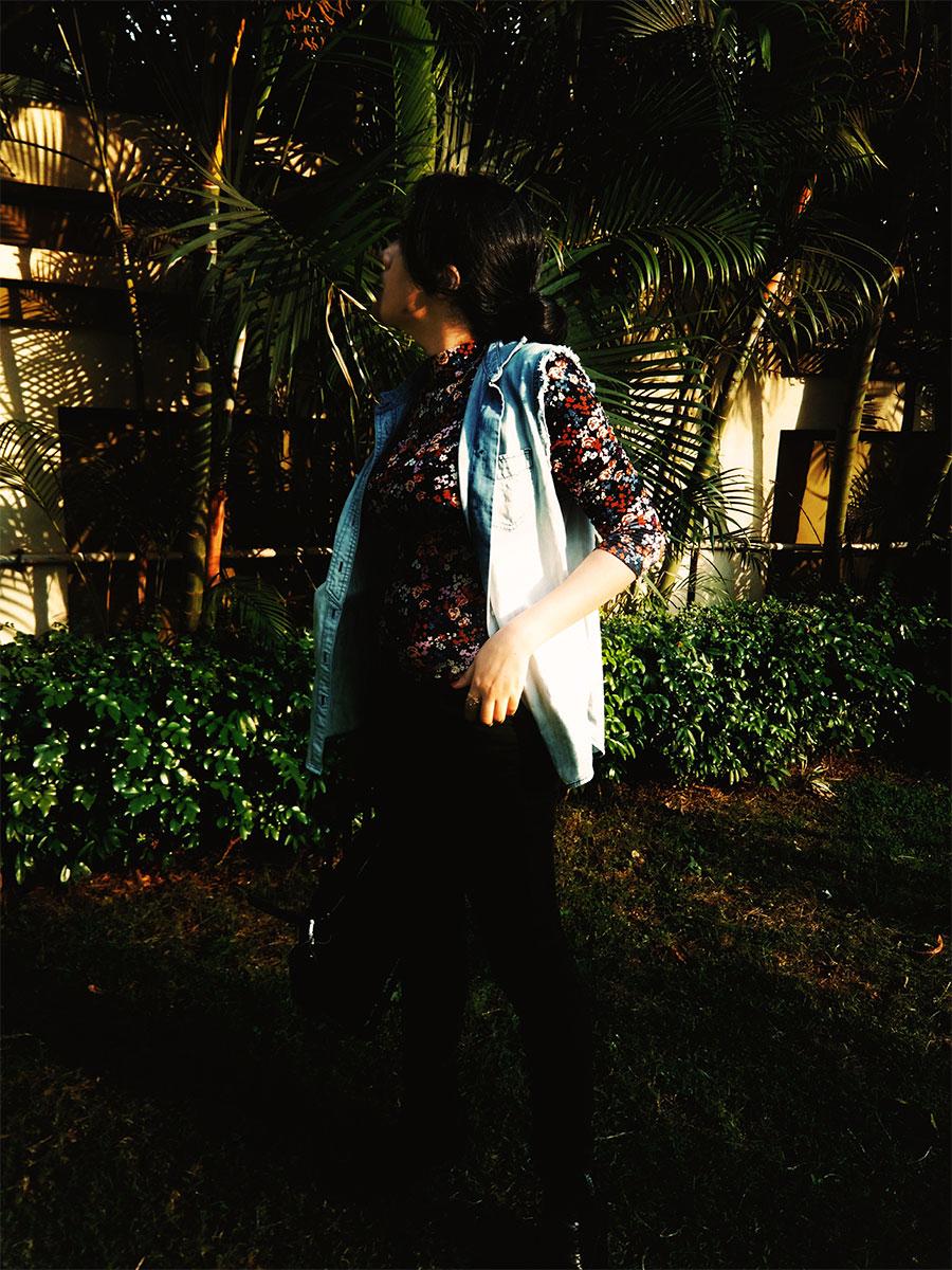 forever21floraltop, levi's black womens denim, levi's denim vest,mangoblackboots,zara tote bag