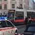 """وقعت بين """"ترامين"""".. وفاة امرأة متأثرة بجروحها في فيينا"""
