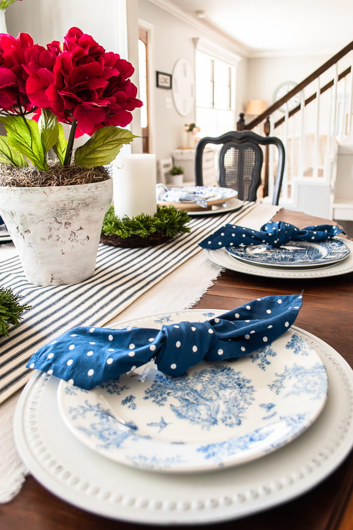 dining tablescape and blue polka dot napkins