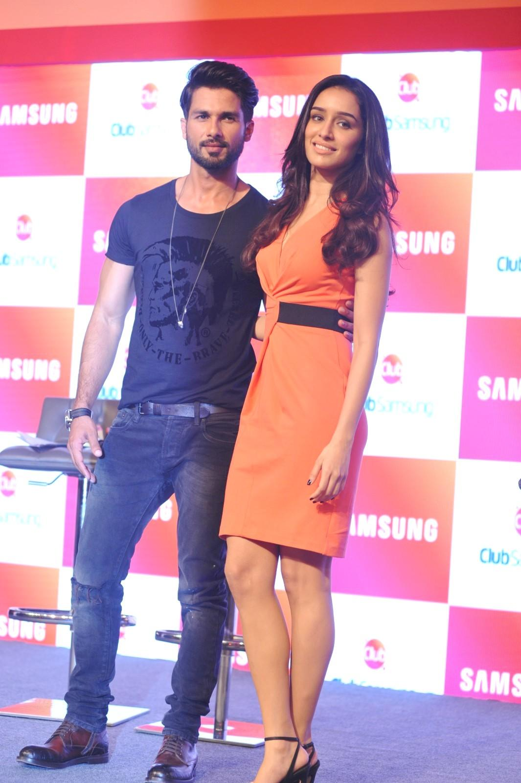 Hot Shraddha Kapoor Looks Stunningly Sexy & Beautiful in Orange Dress with Shahid Kapoor