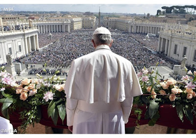 Pope and a crowd