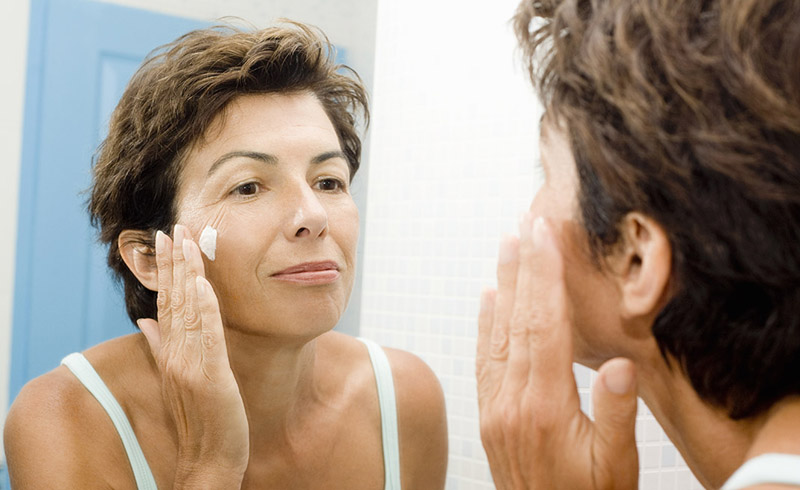 20 Skincare Mistakes That Are Aging Your Skin