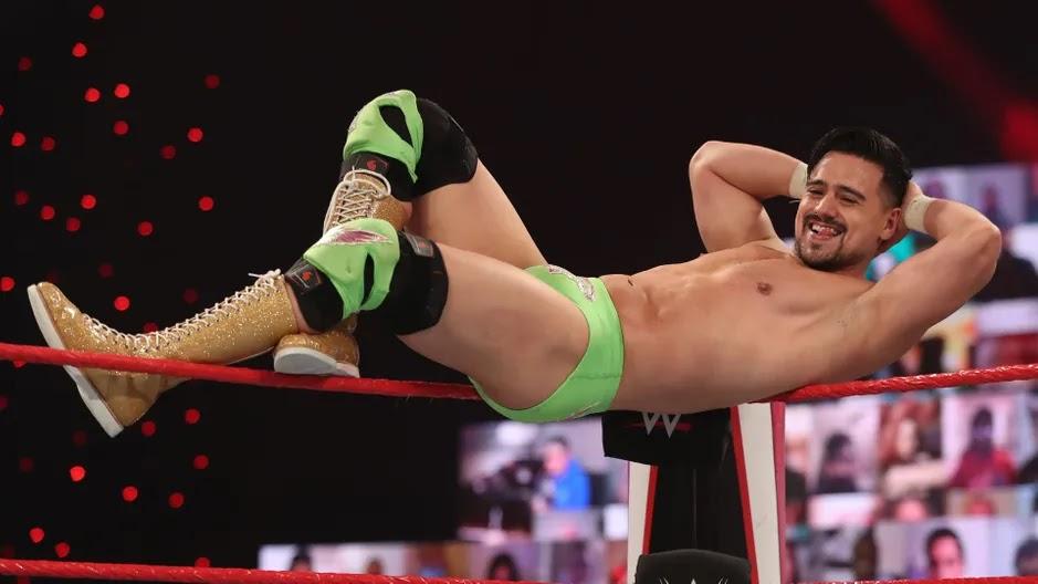 Angel Garza demonstrando insatisfação na WWE