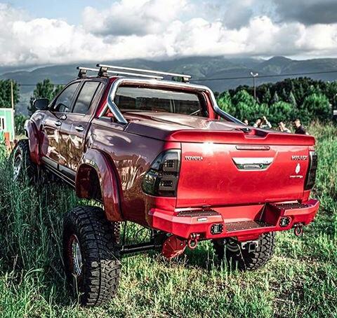 Toyota Hilux Paling Keren Warna Merah