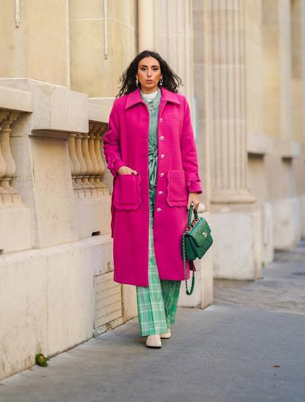 Moda en rosa primavera 2021 abrigo rosa