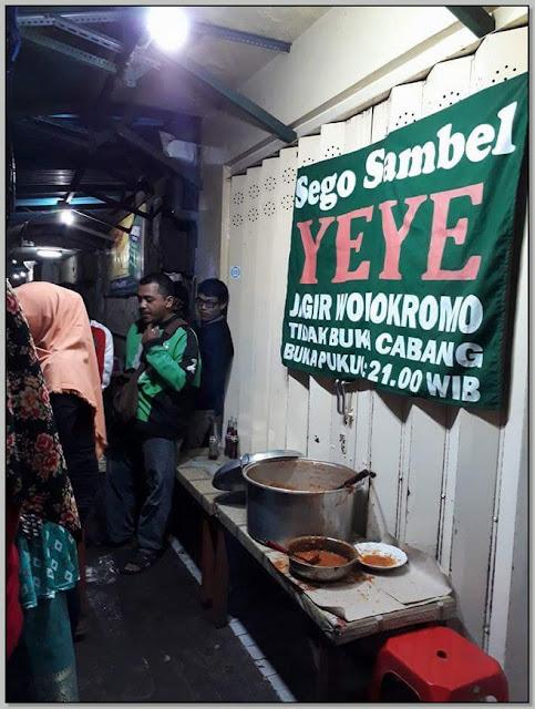 Tempat Makan Surabaya Buka Malam – Nikmatnya Sambelan Mak Yeye