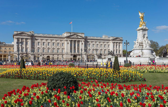Buckingham Palace and Victoria Memorial in London