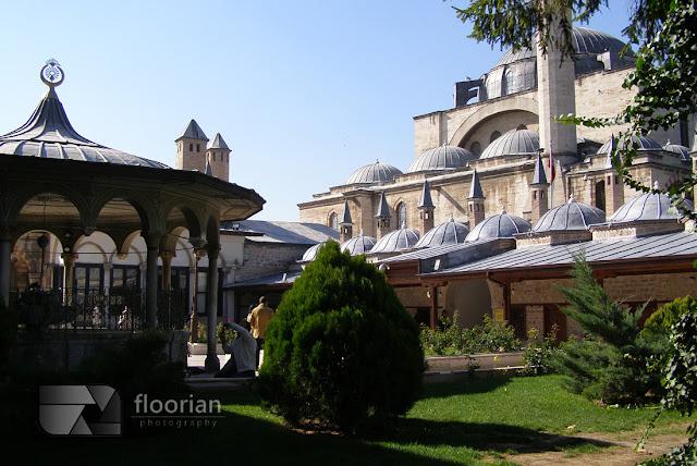 Zakon Wirujących Derwiszy i Muzeum Mevlany, czyli największa atrakcja turystyczna Konii. Przewodnik po Turcji