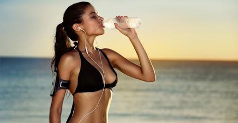 5 tudományos bizonyíték, hogy segít a fogyásban, ha elég vizet iszol