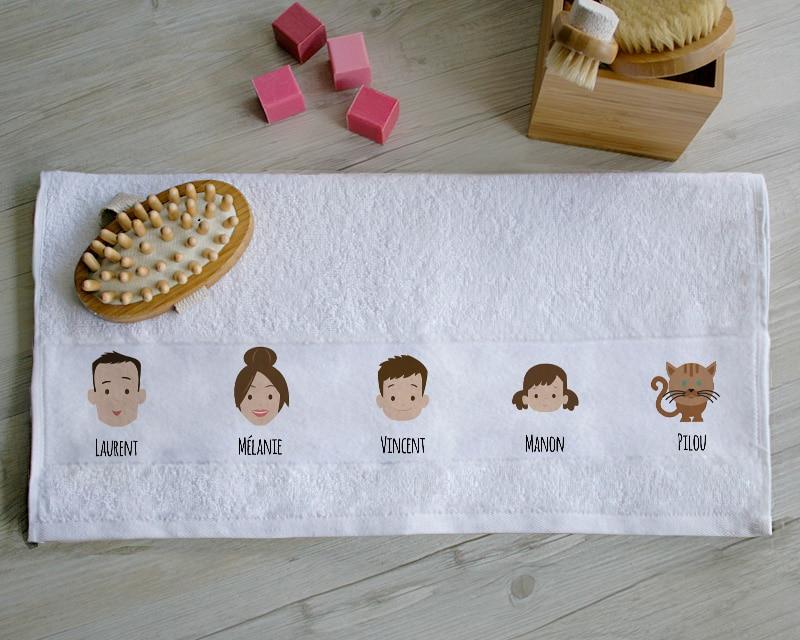 serviette personnalisée avec les avatars de toute la famille