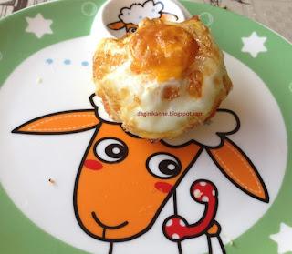 kek kalıbında pastırmalı patatesli yumurta