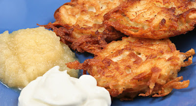 Latkes Apple Sause Sour Cream