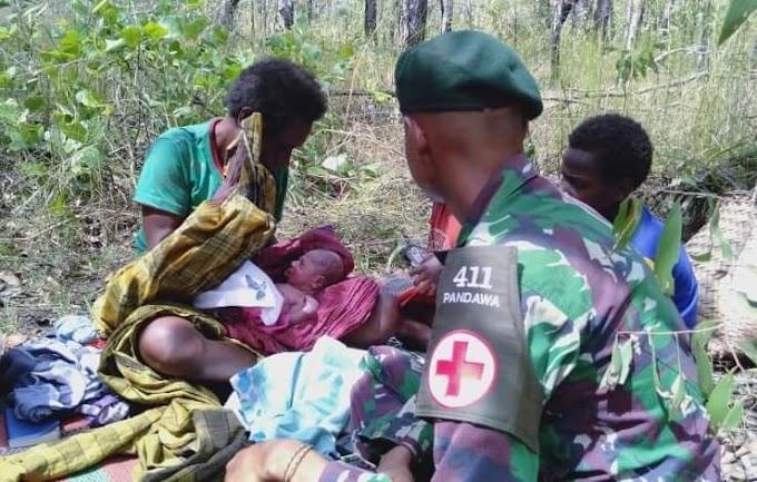 Kisah Haru, Satgas Yonif MR 411 Kostrad Bantu Proses Kelahiran Di Tengah Hutan