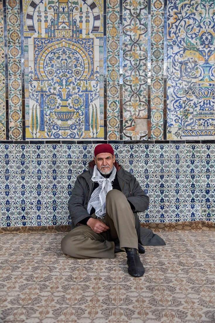 مسلم في مسجد بالقيروان
