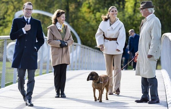 Crown Princess Victoria wore a wool and cashmere-blend jacket from Toteme, Ralph Lauren boots, Little Liffner bag. King Carl Gustaf, Queen Silvia