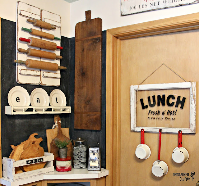 Farmhouse Kitchen DIY Decor Ideas #stencils #rollingpins #platerack #cuttingboard #pigcuttingboard