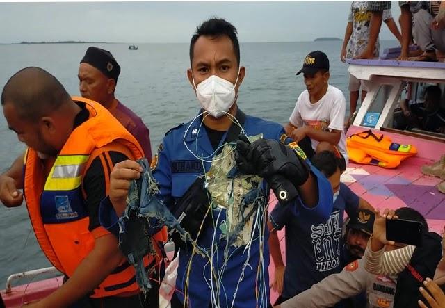 Pesawat-Sriwijaya-Air-Jakarta-Pontianak-Diduga-Meledak-di-Kepulauan-Seribu-Ini-FOTO-FOTO-Serpihannya