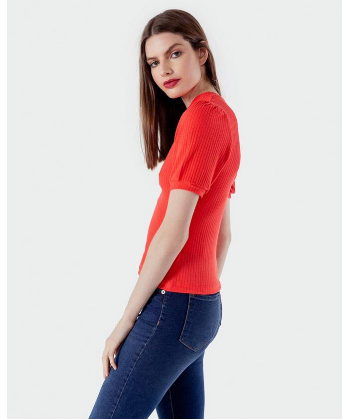 Remera roja mujer otoño invierno 2020. moda invierno 2020.