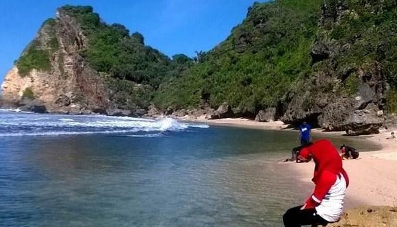 Pantai Nguyahan Gunung Kidul Yogyakarta