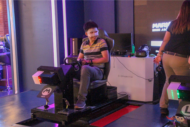 Alberto Del Rosario on Mario Kart VR