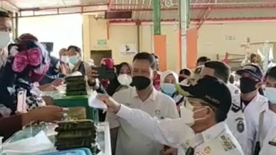 Wali Kota Parepare Pantau Penegakan Prokes Pasar Sumpang Minangae