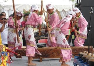Alat musik tradisional Banten yang biasa digunakan umum adalah Dogdog Lojor, Rampak Bedug, Gendang Banten, Angklung Buhun, Lesung