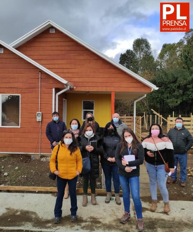 Puyehue: comités de vivienda conocen trabajo de constructoras