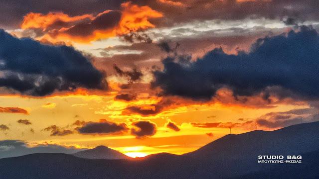 Ηλιοβασίλεμα με χρώματα του Φθινοπώρου στο Ναύπλιο (βίντεο)