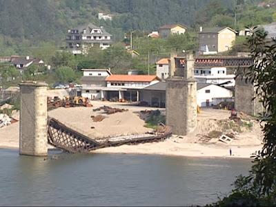 Satellite images to monitor bridges
