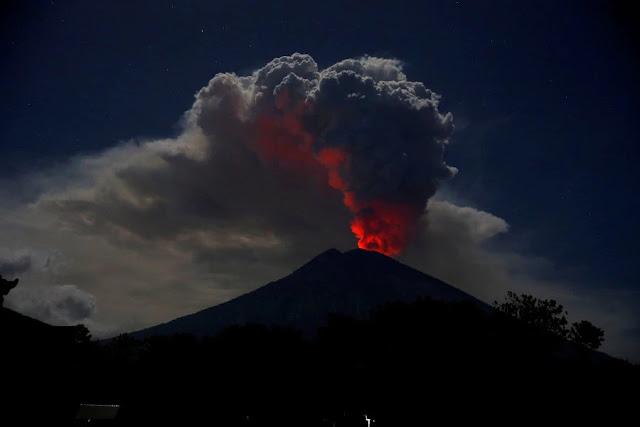 Berita Terkini  Gunung Agung Di Bali Yang Mulai Mengeluarkan Larva