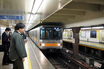 Tren del Metro de Tokio